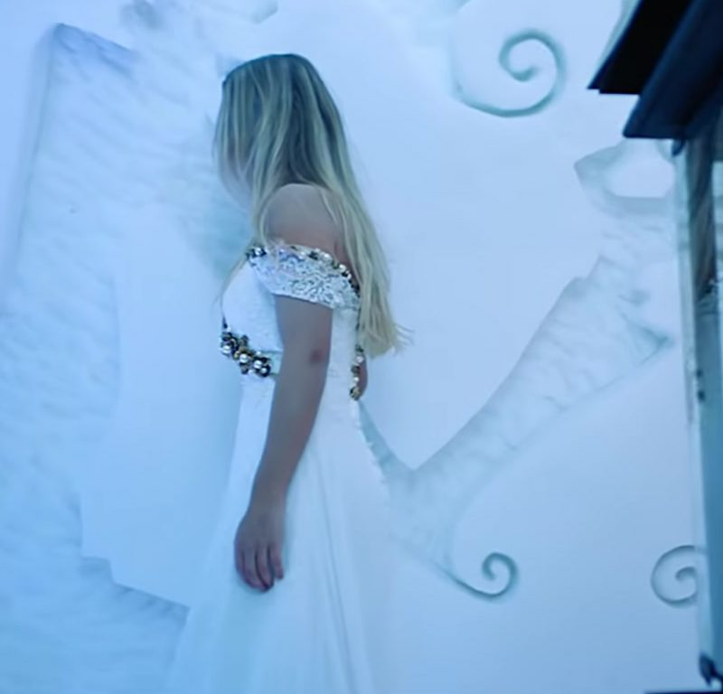"""Bridal Dress Worn by Model in """"Hielo"""" by Daddy Yankee Official Music Video - Female Fashion"""