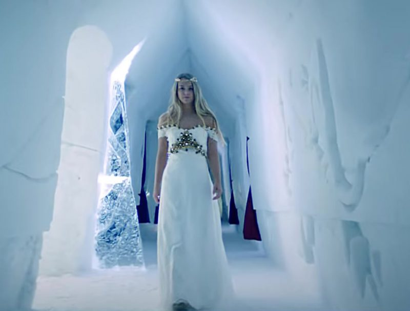 """Fashion Trends 2021: Bridal Dress Worn by Model in """"Hielo"""" by Daddy Yankee Official Music Video"""