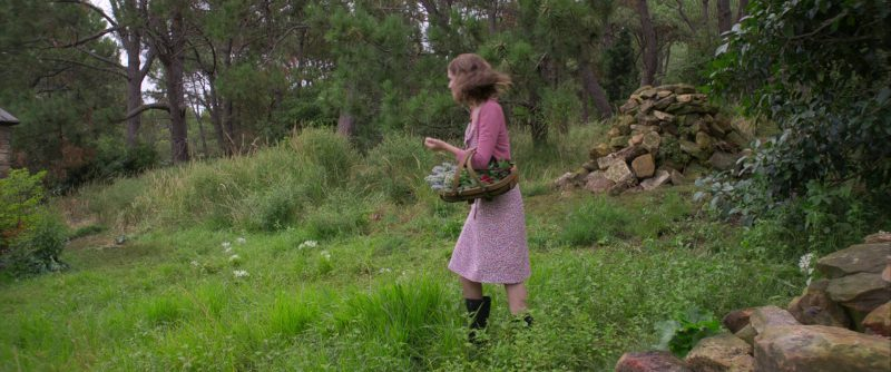 "Casual Dress Worn by Rose Byrne in ""Peter Rabbit"" - Movie Outfits and Products"