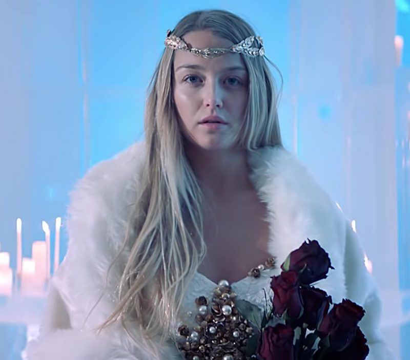 "Gold Bridal Tiara Worn by Model in ""Hielo"" by Daddy Yankee Official Music Video"