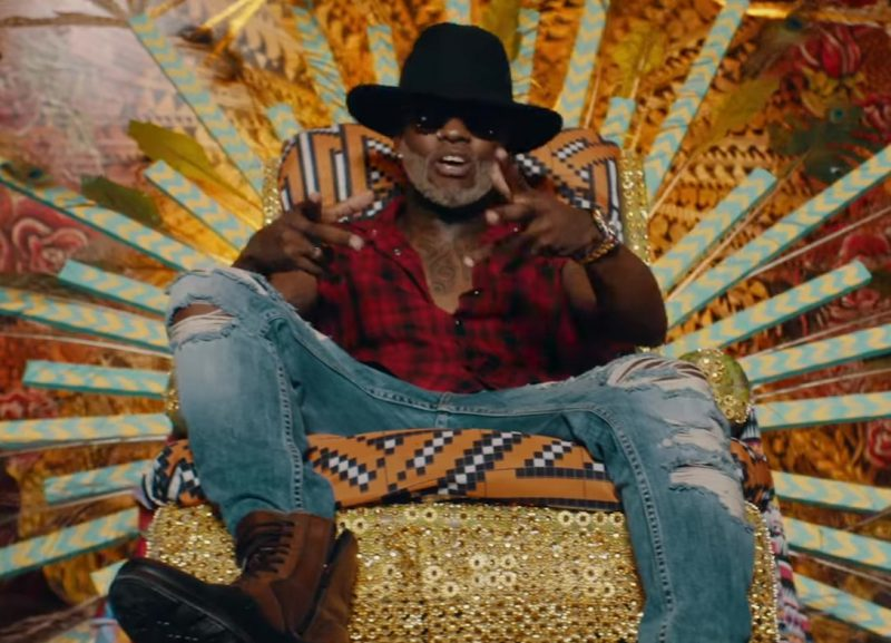Plaid Sleeveless Shirt and Ripped Jeans Worn by Willy William in Mi Gente ft. J Balvin (Official Music Video)
