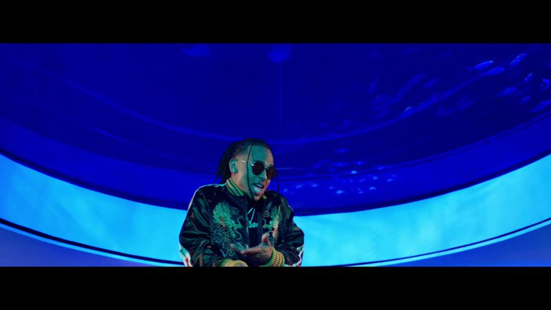 "Round Frame Sunglasses Worn by Ozuna in ""Única"" Music Video"