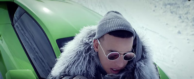 Round Sunglasses Worn by Daddy Yankee in Hielo Official Music Video