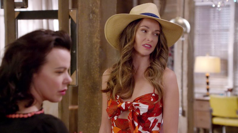 "Floral Dress and Hat Worn by Sutton Foster in ""Younger"" TV Show - Female Celebrity Style"