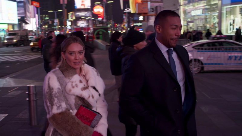 """Fashion Trends 2021: Fur Coat Worn by Hilary Duff in """"Younger"""""""