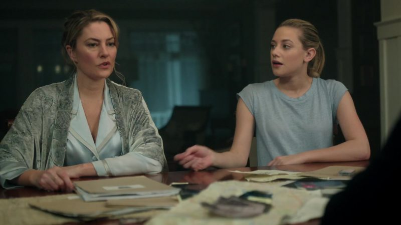"""Grey Tee Worn by Lili Reinhart in """"Riverdale"""" - TV Show Outfits and Products"""