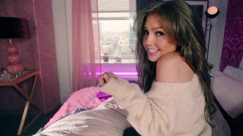 """Oversized Sweater Worn by Thalía in """"No Me Acuerdo"""" Music Video - Youtube Outfits and Products"""