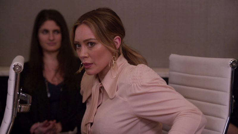 """Fashion Trends 2021: Pink Blouse Worn by Hilary Duff in """"Younger"""""""