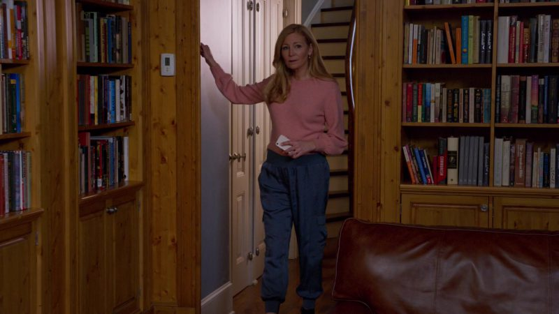 """Pink Sweater and Blue Pants Worn by Jennifer Westfeldt in """"Younger"""" - TV Show Outfits and Products"""