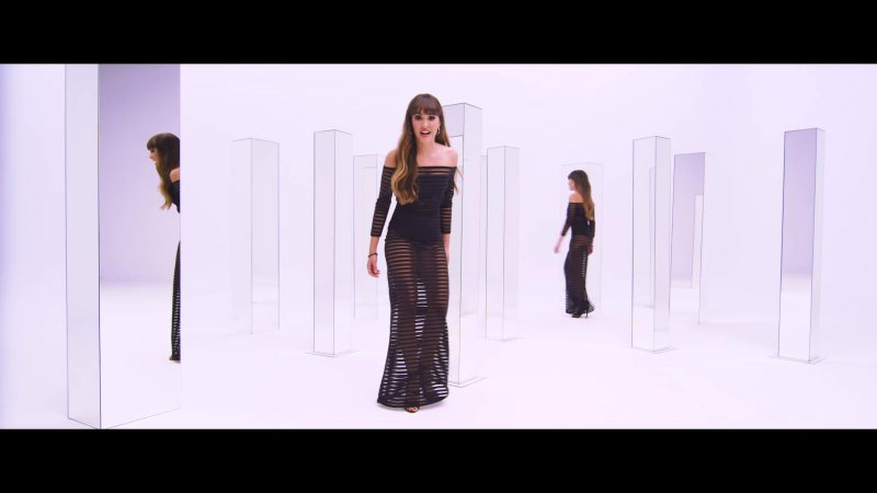 Outfit Ideas And Spanish Fashion Worn by Aitana In TELÉFONO Music Video