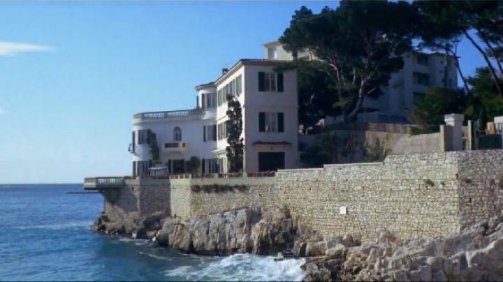 1 avenue des Calanques Cassis in the film the French Connection - Movie Outfits and Products