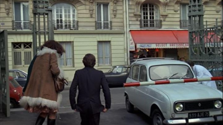 11 Rue Carpeaux, Paris in The tenant - Movie Outfits and Products