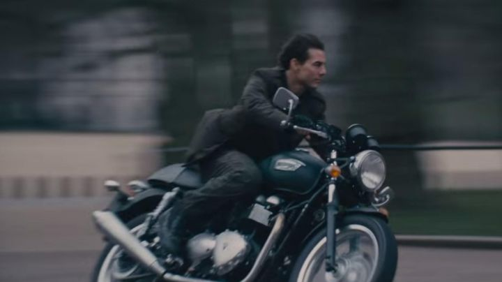 2013 Thruxton 900 driven by Bill Cage (Tom Cruise) as seen in Edge of Tomorrow - Movie Outfits and Products