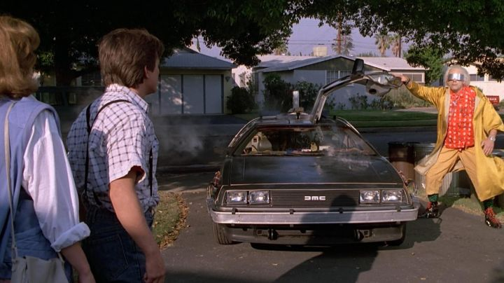 Fashion Trends 2021: 2017 of the DeLorean time machine from Doc and Marty McFly in Back to the future