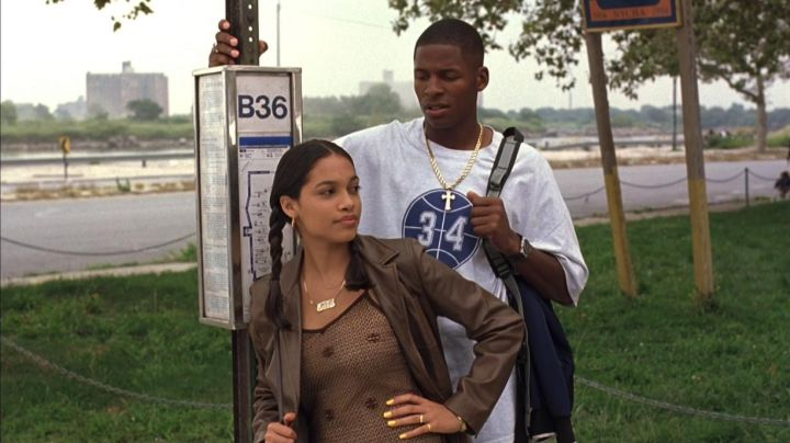 34 Lincoln High School tee shirt worn by Jesus Shuttlesworth (Ray Allen) as seen in He got game - Movie Outfits and Products