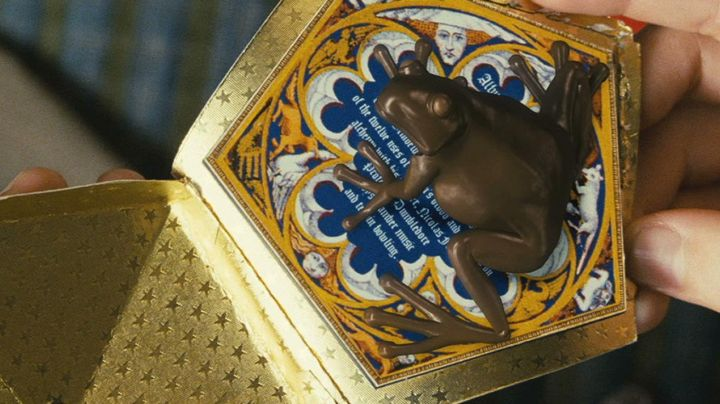 A Chocogrenouille of Harry Potter (Daniel Radcliffe) in Harry Potter and the sorcerer's stone movie