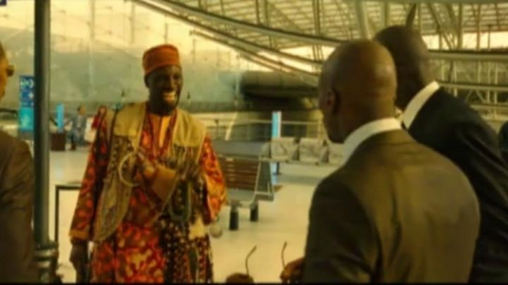 Airport Paris Charles De Gaulle airport in mi'kmaq tire larigot (Omar Sy) - Movie Outfits and Products