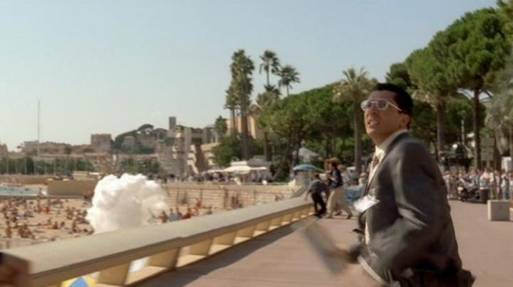 Alain Chabat in the pursuit race on the Croisette in Cannes, in The City of Fear - Movie Outfits and Products