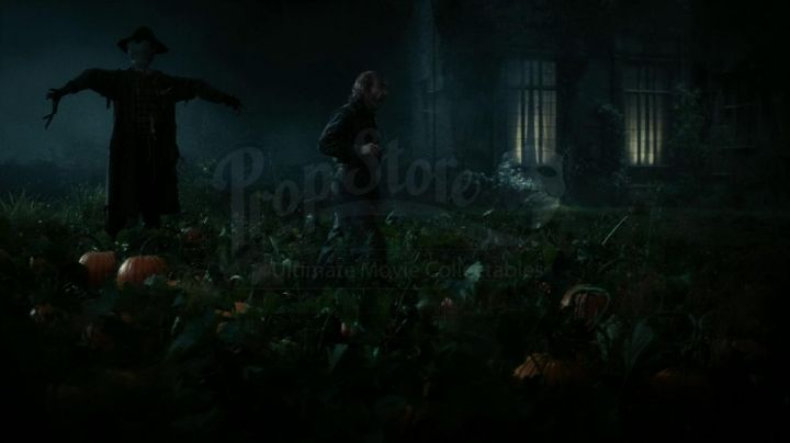 An authentic pumpkin to the manor Collinwood of Barnabas Collins (Johnny Depp) in Dark Shadows movie