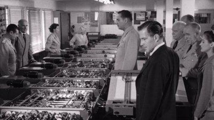 Analyzer differential seen in The flying saucers attack - Movie Outfits and Products