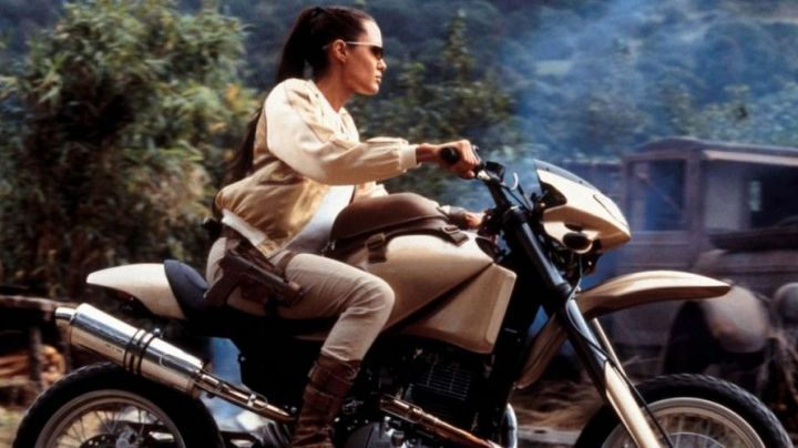 Angelina Jolie' Suzuki DR 650 in Lara Croft Tomb Raider: The Cradle of Life - Movie Outfits and Products
