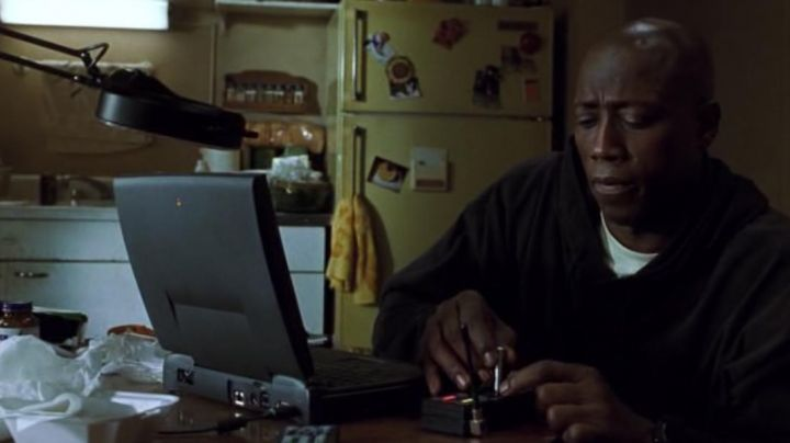 Apple Macintosh Notebook of Mark J. Sheridan (Wesley Snipes) in US Marshals movie