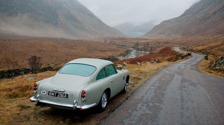 Aston Martin DB5 driven by James Bond (Daniel Craig) as seen in Skyfall - Movie Outfits and Products