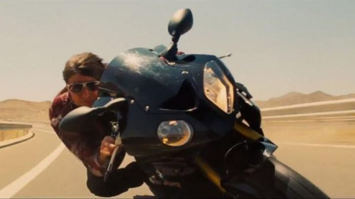 BMW S 1000 RR motorcycle driven by Ethan Hunt (Tom Cruise) in Mission Impossible: Rogue Nation - Movie Outfits and Products