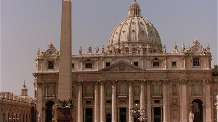 Basilica di San Pietro at the Vatican in The Godfather part 3 - Movie Outfits and Products