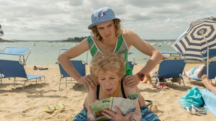 Beach of Dinard in brats 2017 - Movie Outfits and Products