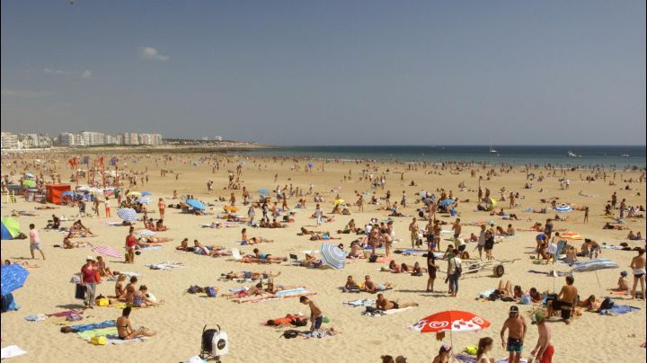 Beach of The sables d'olonne in The blue room - Movie Outfits and Products