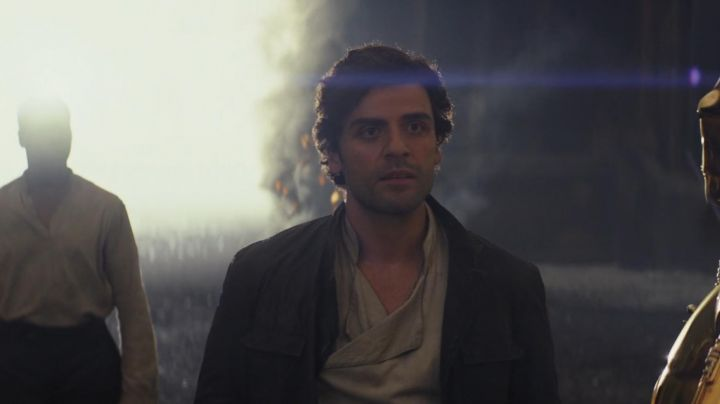 Beige Shirt worm by Poe Dameron (Oscar Isaac) as seen in Star Wars VIII: The Last Jedi - Movie Outfits and Products