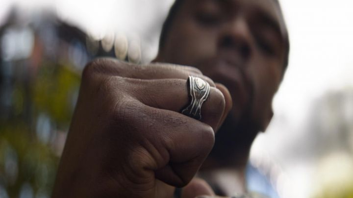 Black Panther / T'Challa (Chadwick Boseman) Wakanda king ring as seen in Black Panther - Movie Outfits and Products