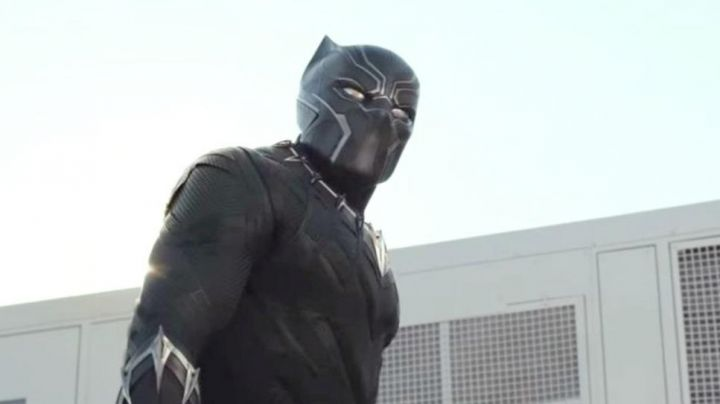 Black Panther / T'Challa (Chadwick Boseman) latex mask in Black Panther - Movie Outfits and Products