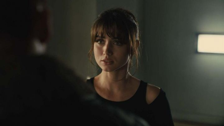 Black Top worn by Joi (Ana de Armas) as seen in Blade Runner 2049 - Movie Outfits and Products