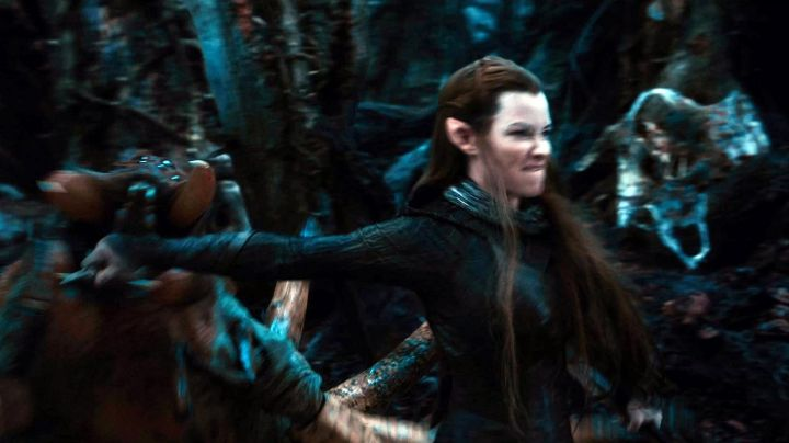 Blades of Tauriel (Evangeline Lilly) in The Hobbit: The Desolation of Smaug Movie