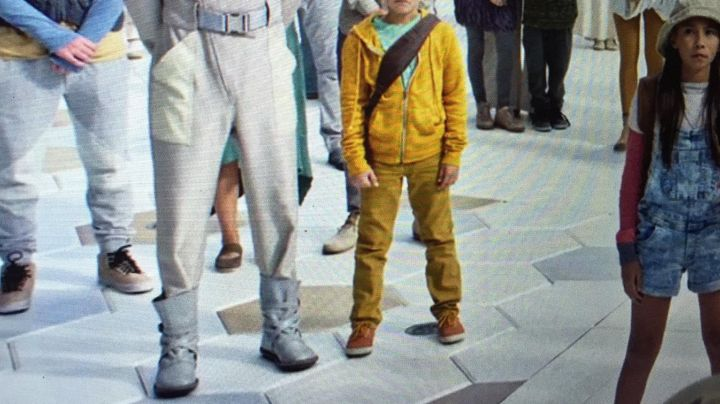 Boots grey one of the extras of Tomorrowland - Movie Outfits and Products