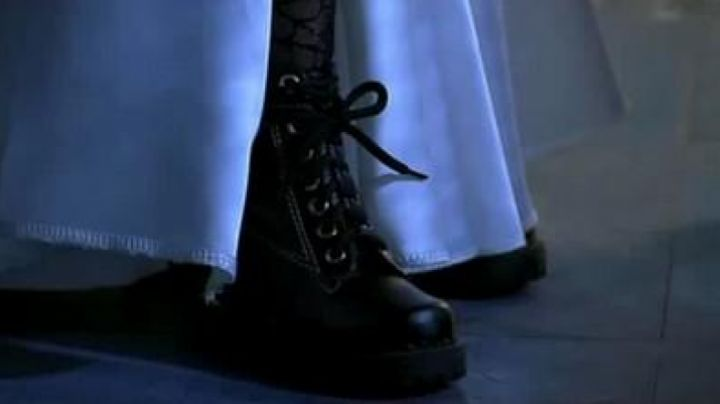 Fashion Trends 2021: Boots of Tiffany in bride of Chucky