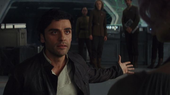 Brown Flight Jacket worn by Poe Dameron (Oscar Isaac) as seen in Star Wars VIII: The Last Jedi - Movie Outfits and Products