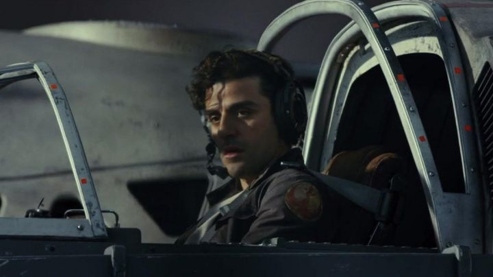 Brown Leather Jacket worn by Poe Dameron (Oscar Isaac) as seen in Star Wars VIII: The Last Jedi - Movie Outfits and Products