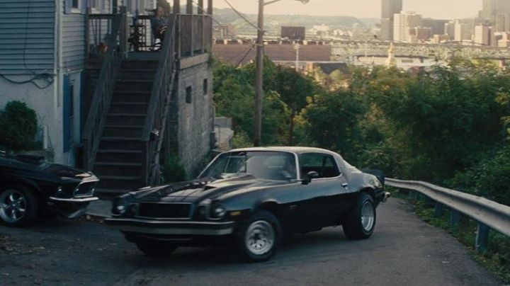 Camaro (1977) driven by Jack Reacher (Tom Cruise) as seen in Jack Reacher - Movie Outfits and Products