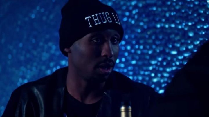 Cap black Thug Life of Tupac Shakur (Demetrius Shipp, Jr.) in All Eyez on Me - Movie Outfits and Products