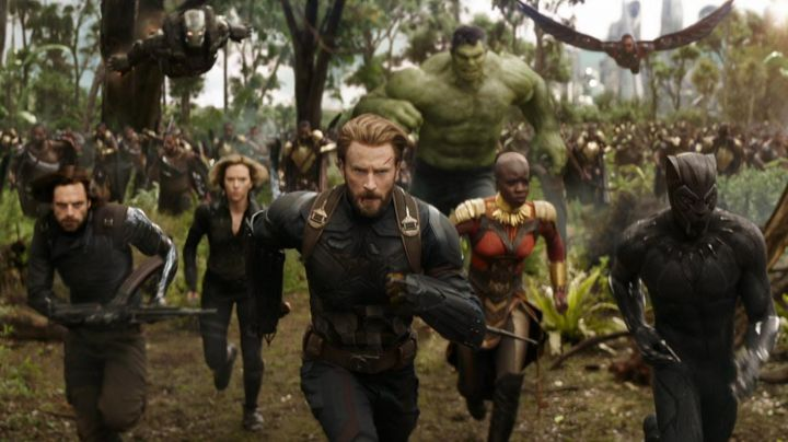 Captain America's (Chris Evans) arm shields in Avengers: Infinity War - Movie Outfits and Products