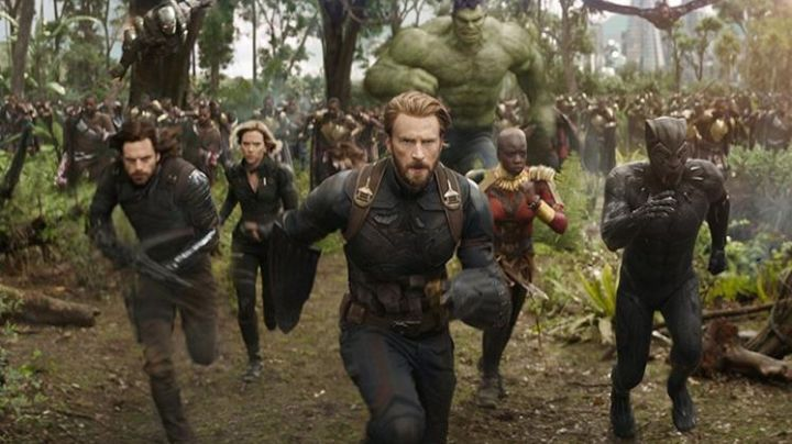 Captain America's (Chris Evans) shields  in Avengers: Infinity War - Movie Outfits and Products