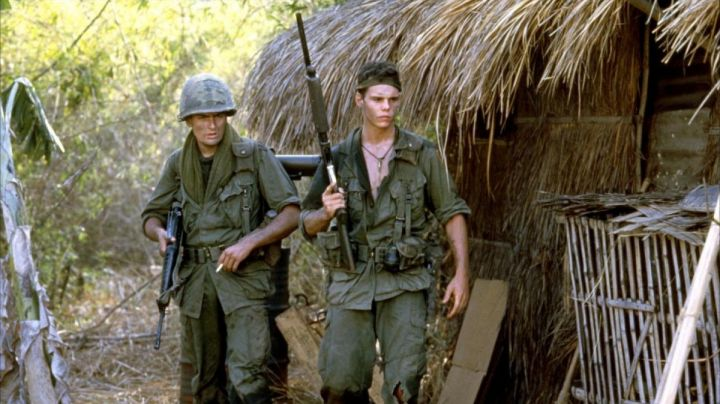 Chris Taylor's (Charlie Sheen) camouflage combat helmet in Platoon - Movie Outfits and Products