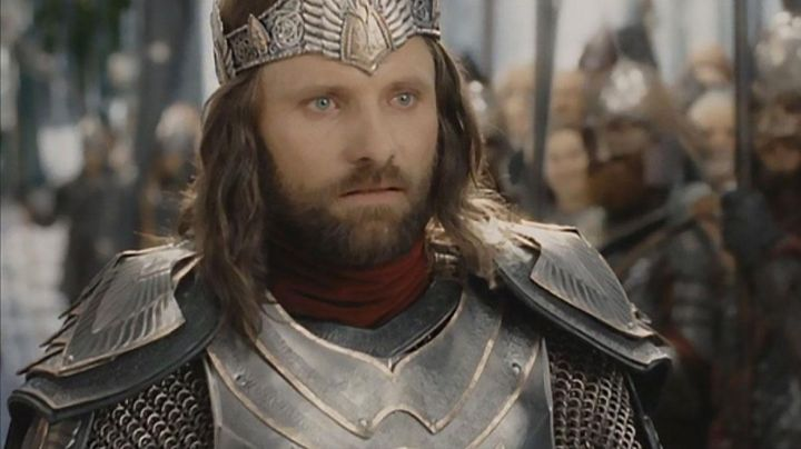 Crown worn by King Elessar / Aragorn (Viggo Mortensen) as seen in the Lord of the Rings: The Return of The King Movie