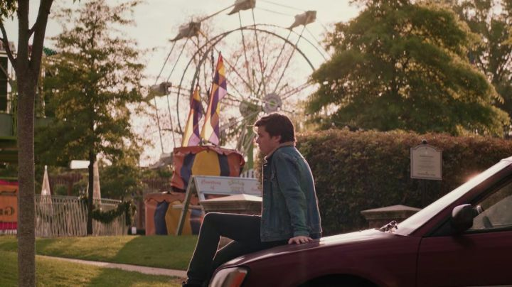 Denim Jacket worn by Simon Spier (Nick Robinson) as seen in Love, Simon - Movie Outfits and Products