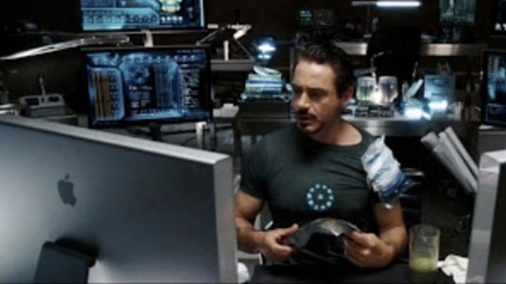 Desktop computers Iron Man (Robert Downey Jr.) in Iron Man - Movie Outfits and Products