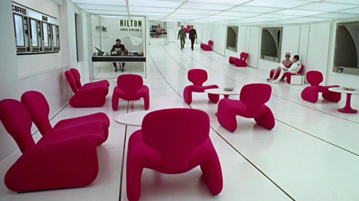 Djinn's couches (Olivier Mourgue) in the Hitlon in 2001: A Space Odyssey - Movie Outfits and Products