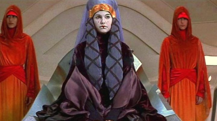 Dress of the servants of Padme Amidala (Natalie Portman) in Star Wars I : The phantom menace - Movie Outfits and Products